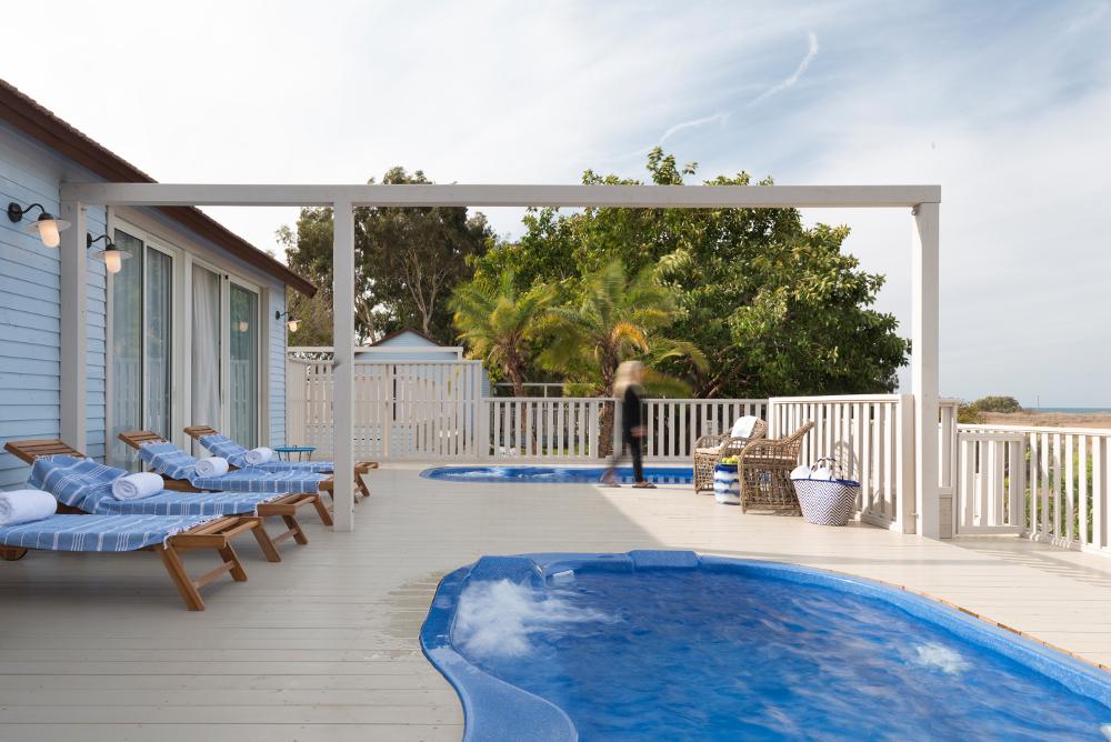 בתי החוף של מלון ניאה NEA BEACH HOUSE HOTEL
