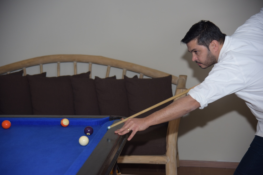 השף שלומי נום מלון ניאה NEA משחק סנוקר